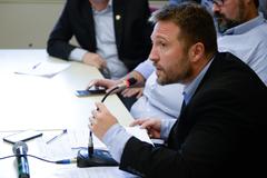 Reunião Conjunta CCJ, CEFOR e CUTHAB sobre a política salarial dos servidores municipais. Na foto, o vereador Mendes Ribeiro.